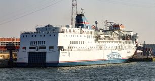 Ferry de Pomerania d'opérateur de Polferries dans Swinoujscie Image libre de droits