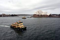 Ferry devant le théatre de l'opéra Images libres de droits