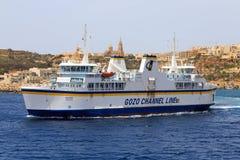 Ferry entre Gozo et Mala Photos stock