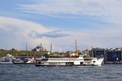 Ferry et Hagia Sophia Museum d'Istanbul photo stock