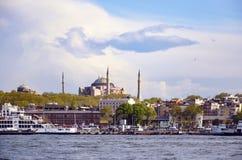 Ferry et Hagia Sophia Museum d'Istanbul photos libres de droits