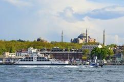 Ferry et Hagia Sophia Museum d'Istanbul photos stock