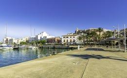 Ferry la stazione nel porto di Ibiza con Città Vecchia Fotografia Stock Libera da Diritti