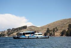 Ferry nello stretto di Tiquina nel lago Titicaca, Bolivia Fotografia Stock