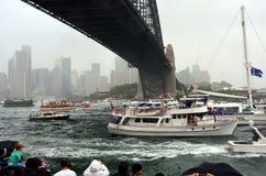 Ferry a raça no porto no dia de Austrália Imagem de Stock