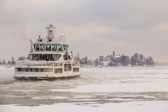 Ferry vers Suomenlinna, Helsinki, Finlande Image libre de droits