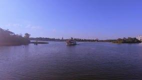 Ferryboat ?eglowanie na Siedem morzy lagunie przy Magicznym kr?lestwo terenem zbiory wideo