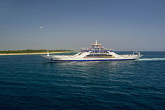 Ferryboat azul fotografia de stock