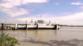 Ferryboat krzyżuje Rhone rzekę w Francja zdjęcie wideo