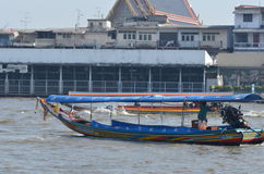 Ferryboat på floden Arkivbild