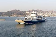 Ferryboat pływa przy morzem Fotografia Stock