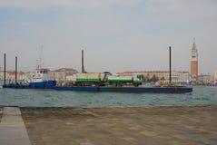 Ferryboat przewożenia ciężarówka w Wenecja Obraz Stock