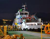 Ferryboat przy nocą w Kaohsiung porcie zdjęcia royalty free