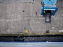 Ferryboat que chega no porto foto de stock royalty free