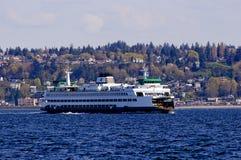 Ferryboat que cruza o som de Puget Fotos de Stock Royalty Free