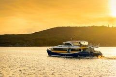 Ferryboat rápido viril no por do sol foto de stock royalty free