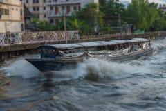 Ferryboat velho de madeira que corre através de um canal fotografia de stock royalty free