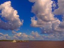 Ferryboat w amazonki rzece fotografia stock