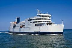 Ferryboat w otwartym nawadnia Obrazy Stock