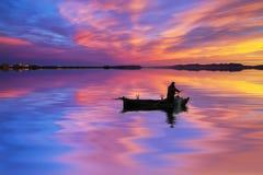 Ferryman i het meer stock afbeelding