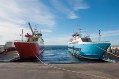 Ferrys к кресту от арен Punta к Ensenada, Чили стоковые изображения rf