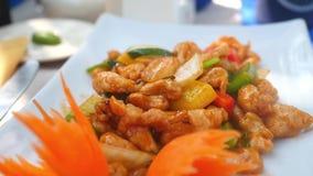 Fertanie pieczony kurczak, warzywa z nerkodrzewami Azjatycki jedzenie, zwolnione tempo 1920x1080, hd zbiory wideo