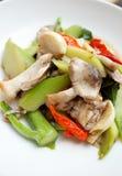 Fertanie smażąca słomiana pieczarka i chińczyka kale zdjęcie stock
