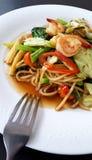 Fertanie smażący korzenny spaghetti owoce morza Fotografia Stock