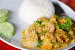 Fertanie Smażący owoce morza z curry'ego proszkiem zdjęcie royalty free