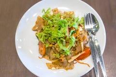 Fertanie smażący ryżowy kluski z kurczakiem Obrazy Stock