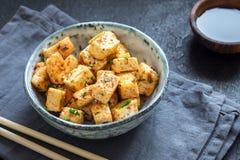Fertanie smażący tofu fotografia stock