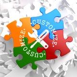 Fertigen Sie Konzept auf Mehrfarbenpuzzlespiel besonders an. Stockfoto