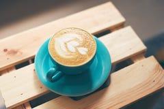 Fertiger Cappuccino lizenzfreies stockfoto