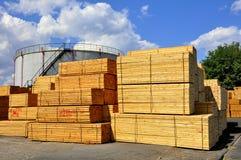 Fertiges Bauholz für Verkauf in Rumänien Stockfotografie