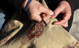 Fertigkeit des Teppichs, die Türkei. Lizenzfreies Stockbild
