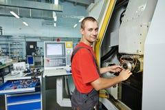 Fertigungsarbeitskraft an der Werkzeugwerkstatt Stockfotografie