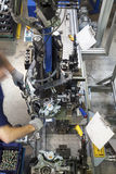 Arbeitskraft, die Maschine verwendet stockbild