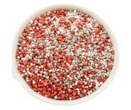 Fertilizzanti minerali compositi in una tazza chimica della porcellana Fotografia Stock Libera da Diritti