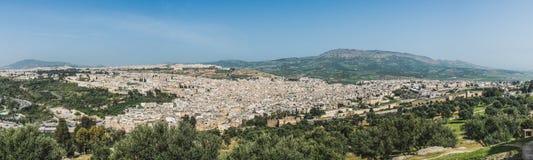 Fes市镇全景在摩洛哥 免版税库存照片