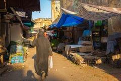 Fes Maroko, Luty, - 28, 2017: Obudzący ranku rynek ja Obrazy Stock