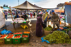 Fes Maroko, Luty, - 28, 2017: Rynek w Medina Fes, Moro Obraz Royalty Free
