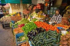 Fes Maroko, Luty, - 28, 2017: Rynek w Medina Fes, Moro Fotografia Stock