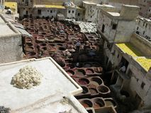 Fes, Marruecos - la curtiduría más vieja del mundo Fotos de archivo