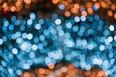 Festão azul borrada Bokeh do borrão da luz da noite da cidade, fundo defocused Sumário do Natal fotografia de stock royalty free