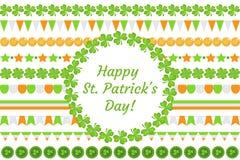 Festão da beira do dia do ` s de St Patrick com trevo, trevo, bandeiras, bunting Isolado no fundo branco Vetor Foto de Stock