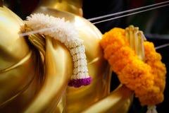 Festão da flor para a adoração a Buda foto de stock