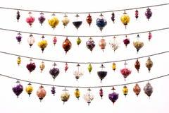 Festão de vidro colorida das esferas no branco Fotos de Stock