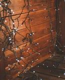 Festão em uma parede de madeira Fotografia de Stock Royalty Free