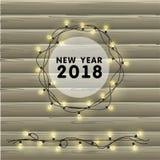 Festão realística do vetor do Natal com ampolas em um fundo de madeira bonito Cartão greating do ano novo 2018 Imagens de Stock Royalty Free