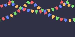 A festão sem emenda com celebração embandeira a corrente, o vermelho, o azul, o verde, pennons amarelos no fundo escuro, pé de pá Fotos de Stock